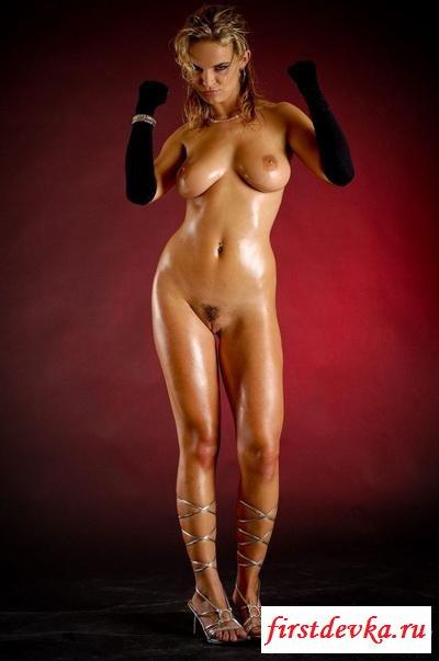 Светловолосая телка развратница секс фото