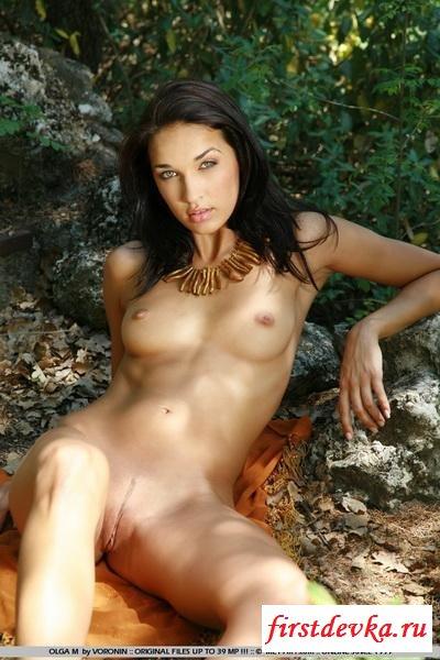 Амазонка в лесу