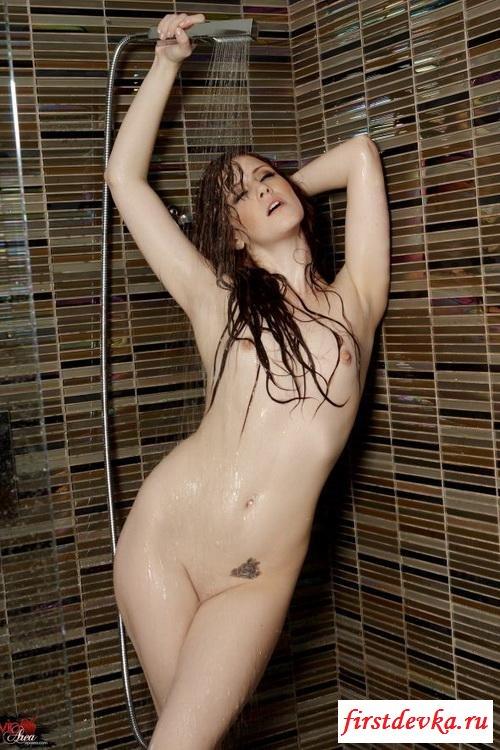 Рыженькая пришла в душ