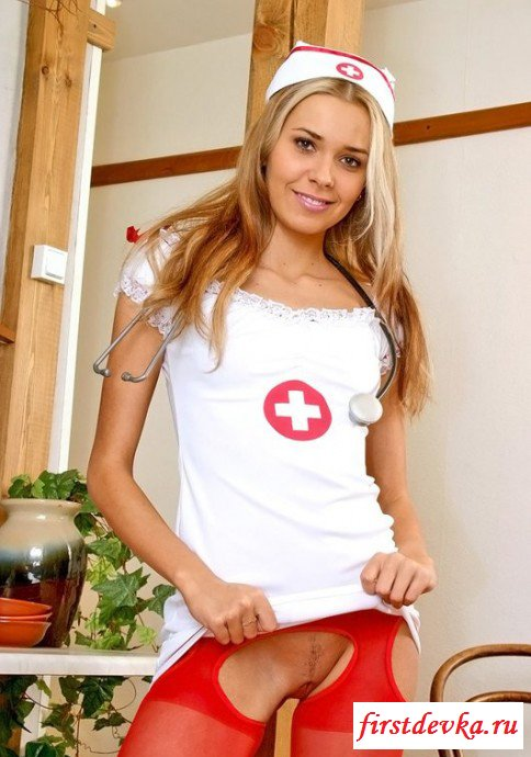 Возбужденная медсестричка