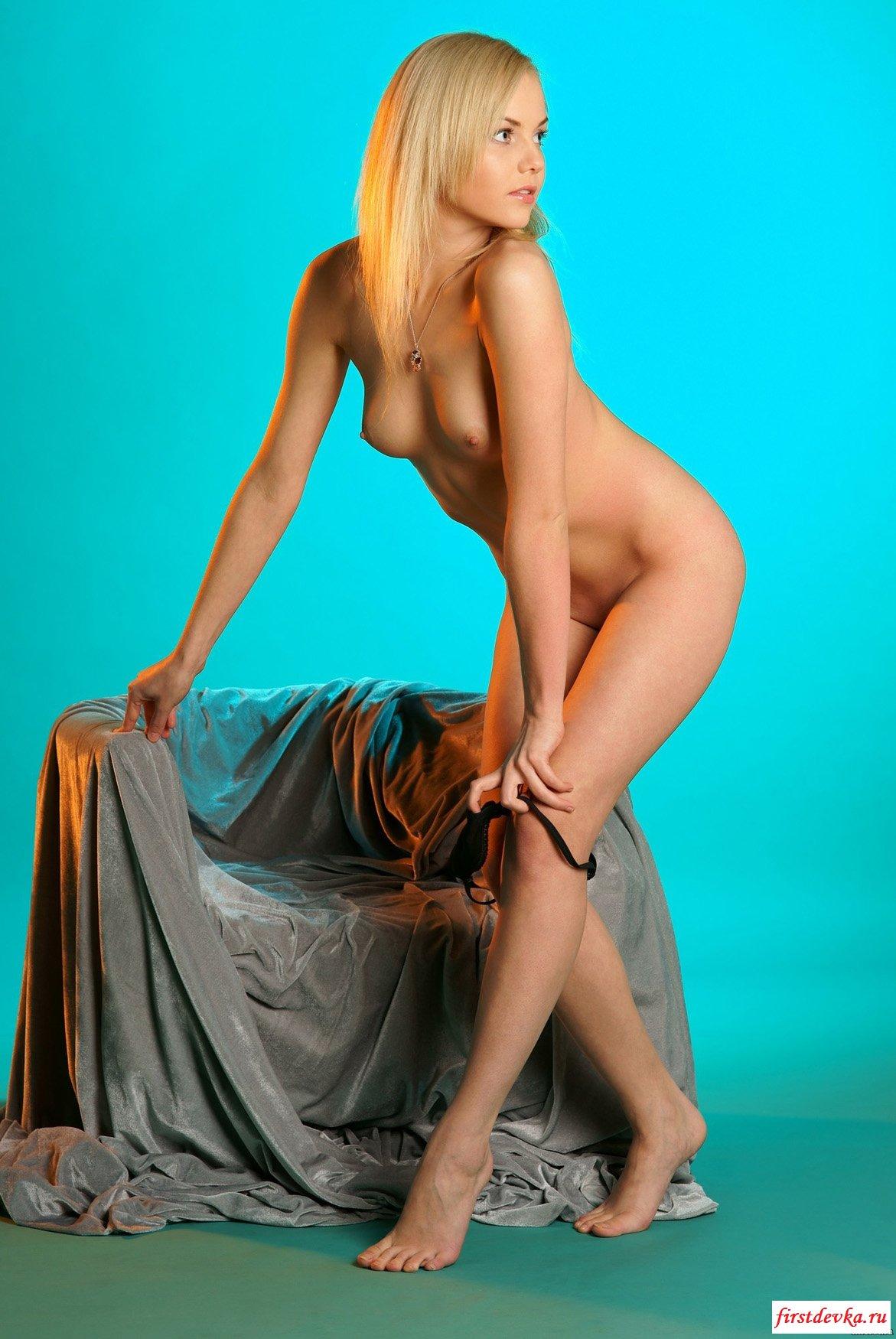 Блондинка пробует себя (20 фото)
