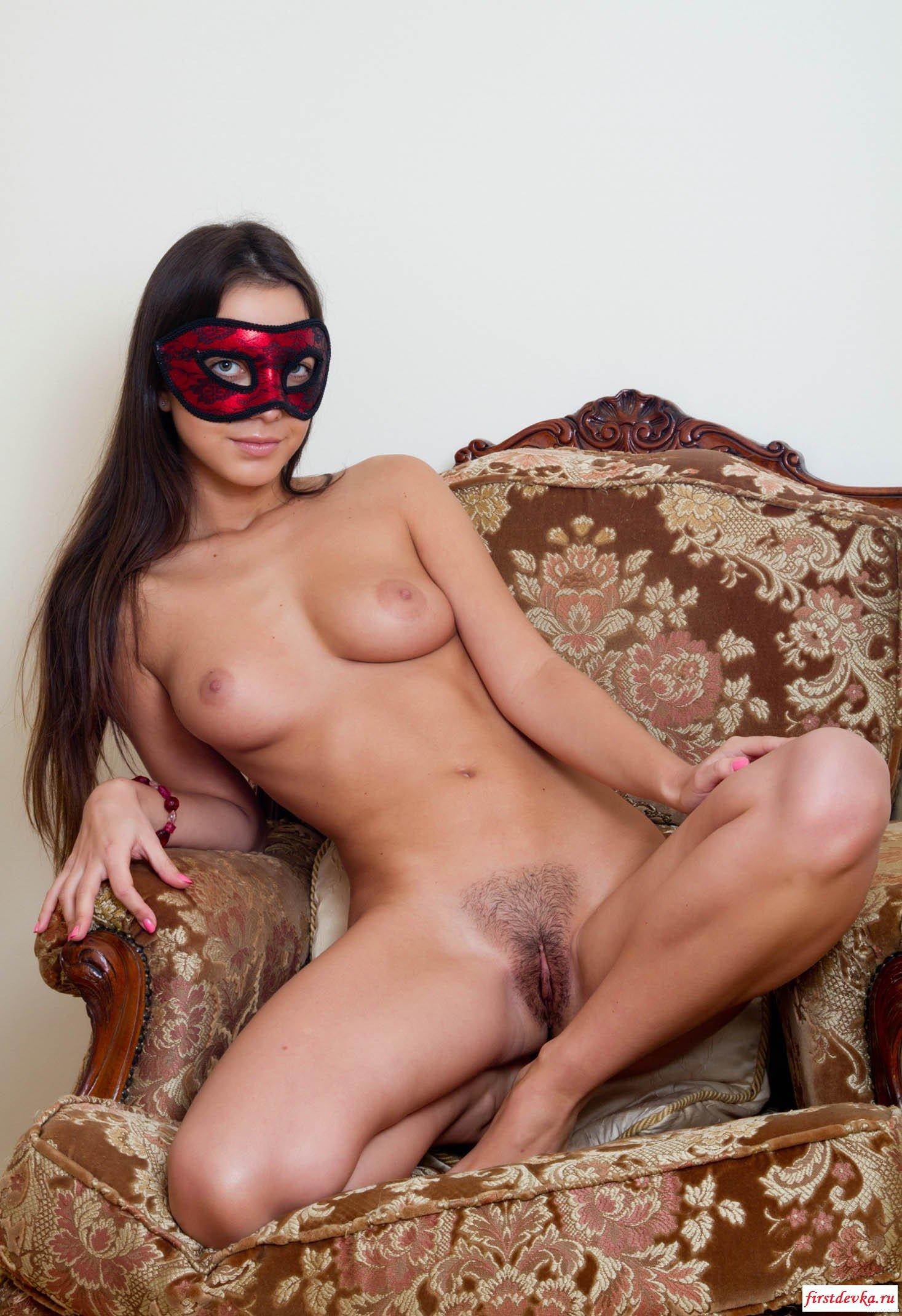 Незнакомка в маске (19 снимках)