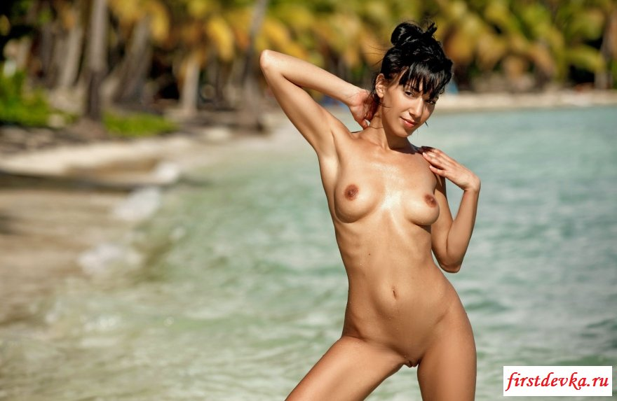 Страстная брюнеточка на экзотическом острове смотреть эротику