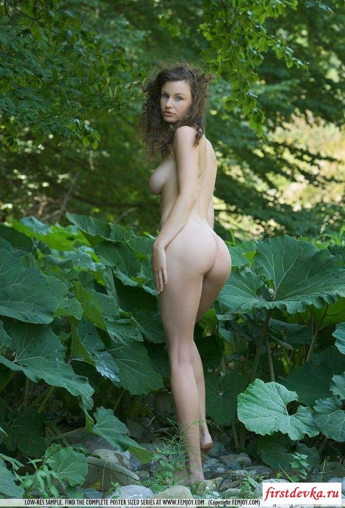 Сучке просто нравится на природе
