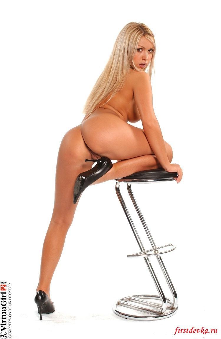 Соблазнительное тело сладенькой блондинки
