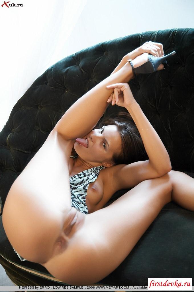 Сексапильная фрау с ухоженными ногами