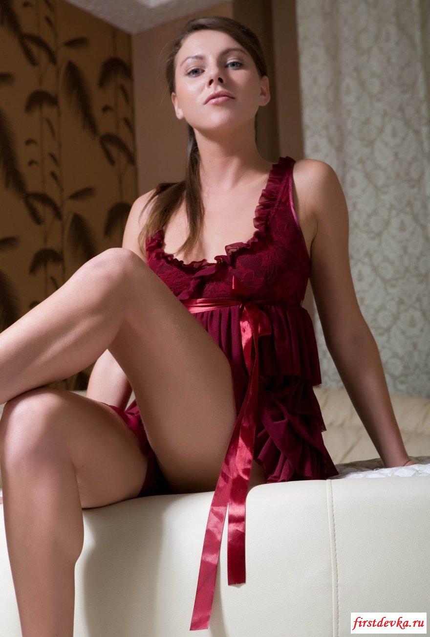 Секс-фото раскрепощенной тёлки в частной обстановке