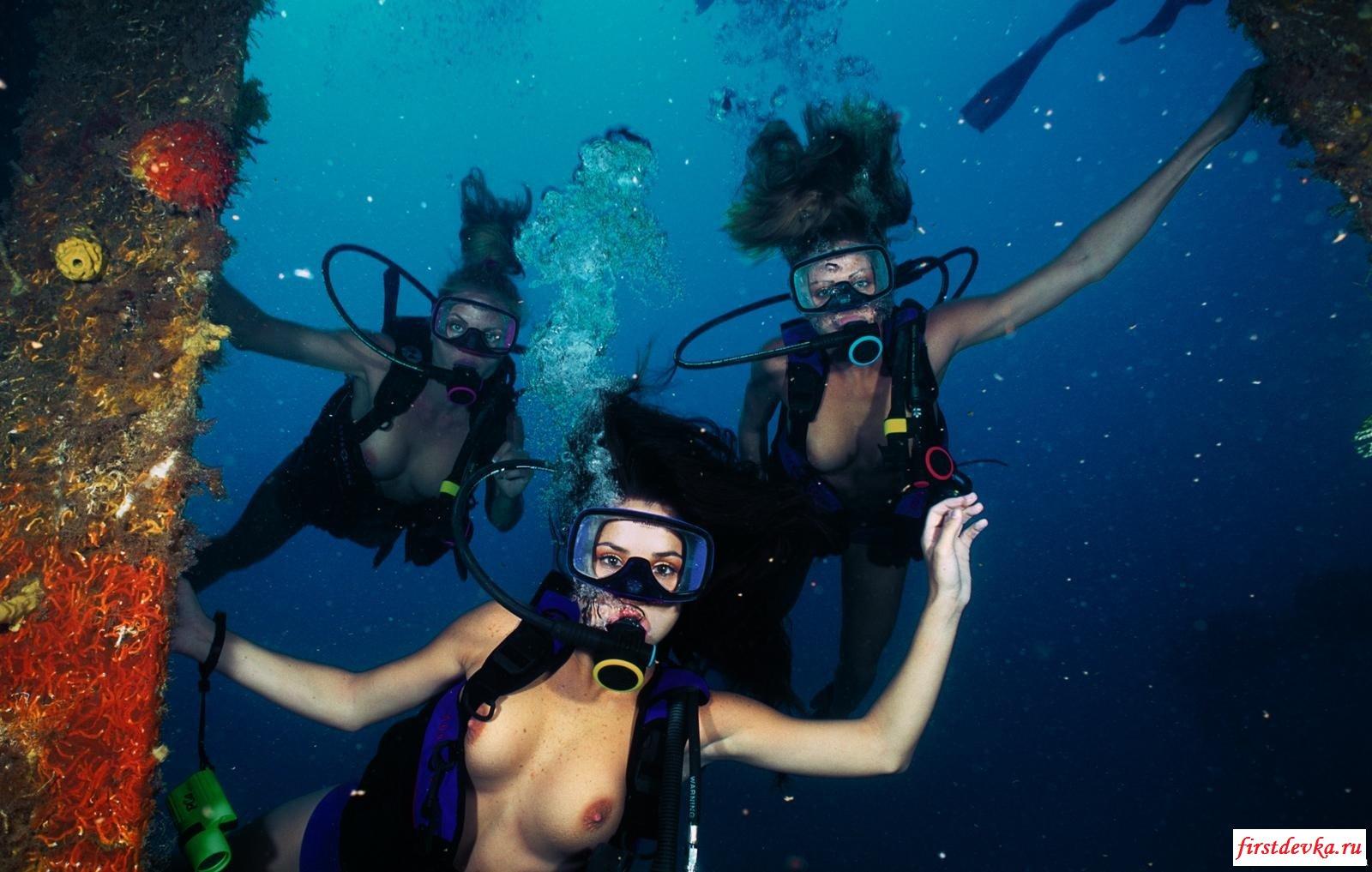 Без нижнего белья под воду (18 фото) смотреть эротику