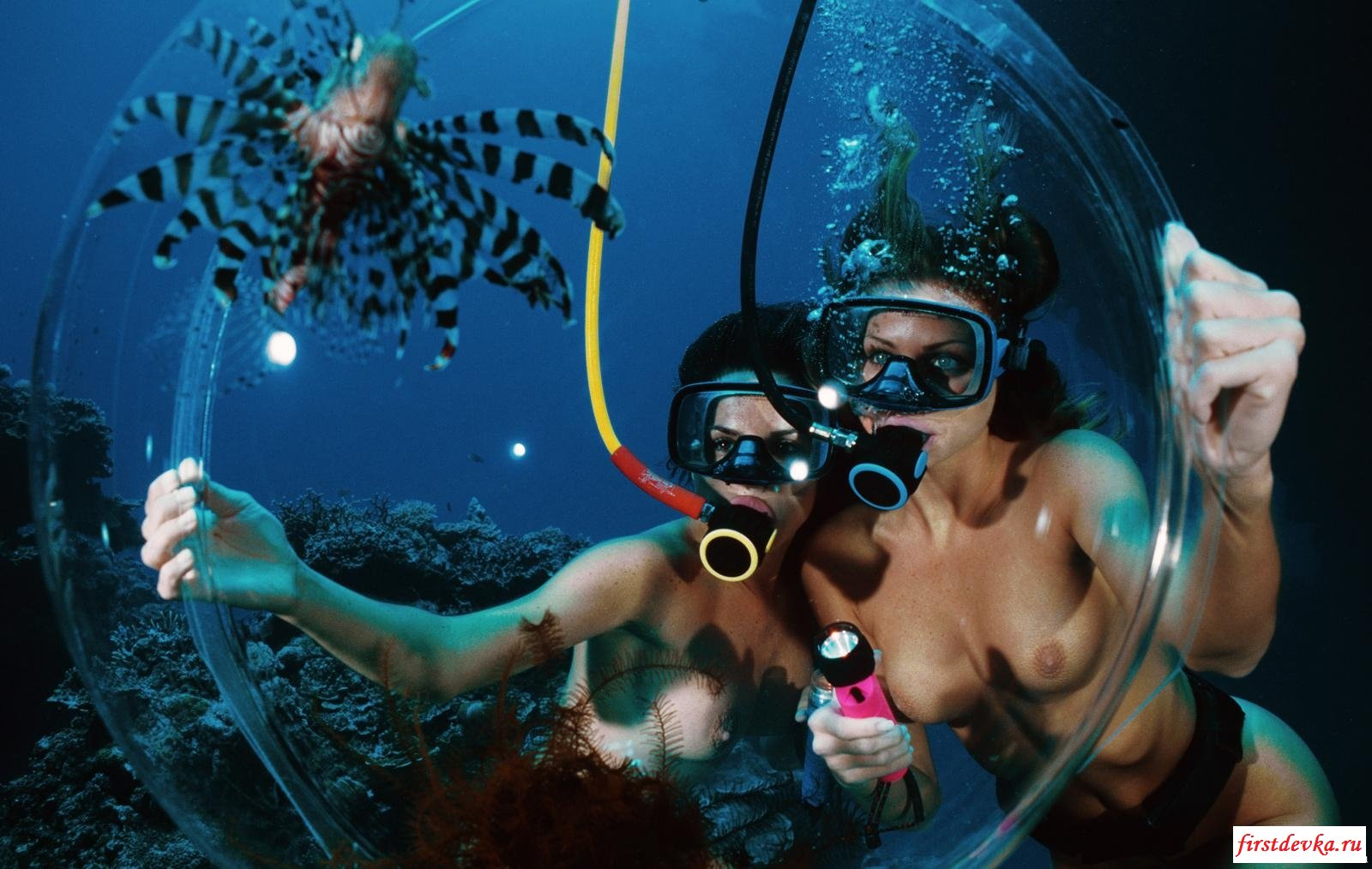 Голышом под воду (18 фото)