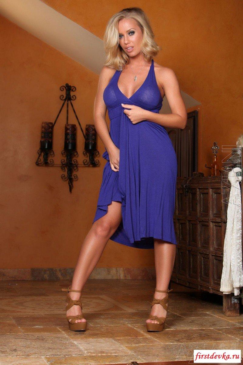 Пышногрудая в светло-синем платье секс фото
