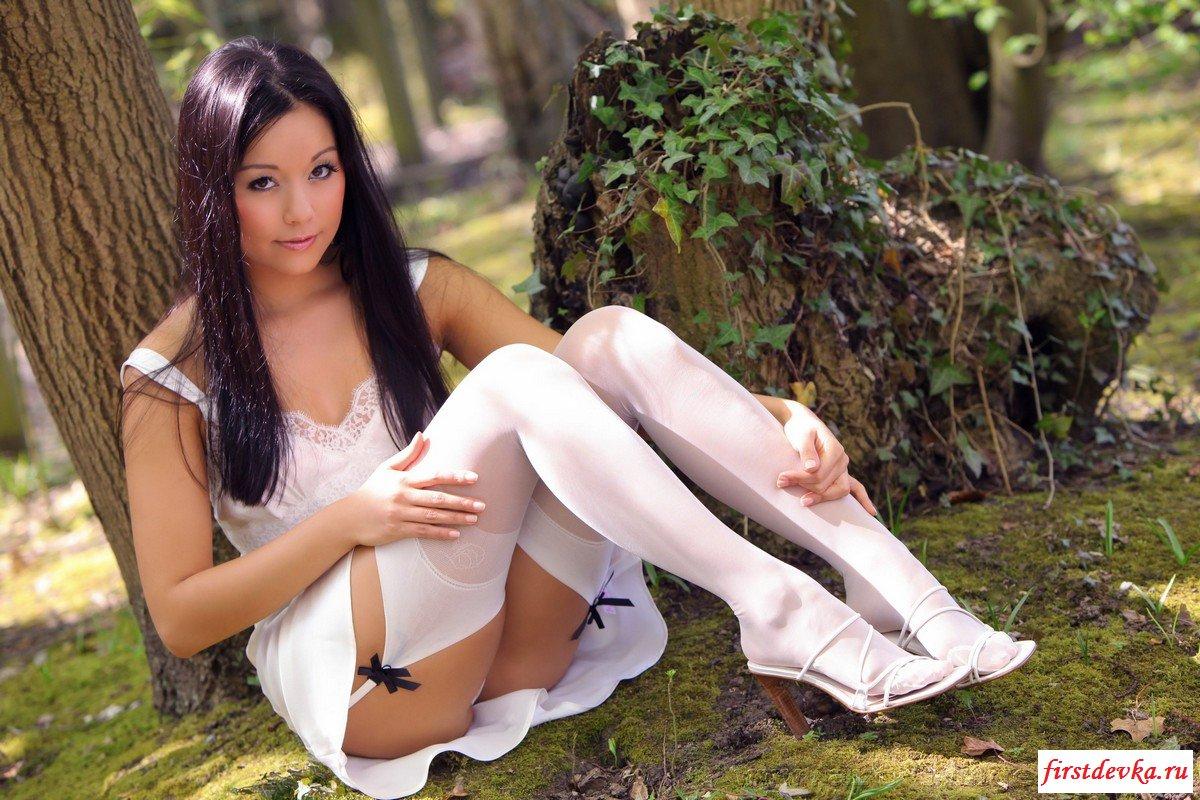 Китайская девушка в белом