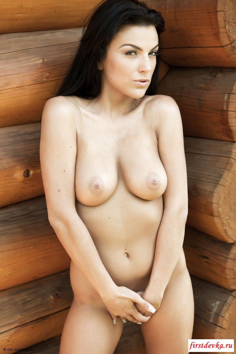Раздетой попой о деревянную стену