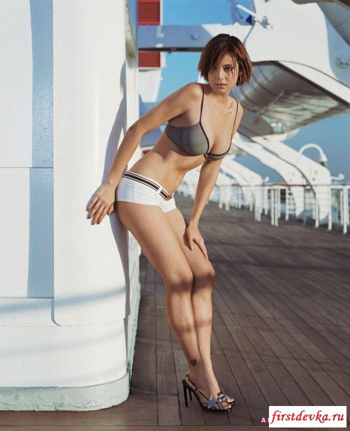 Голая дочка капитана секс картинки