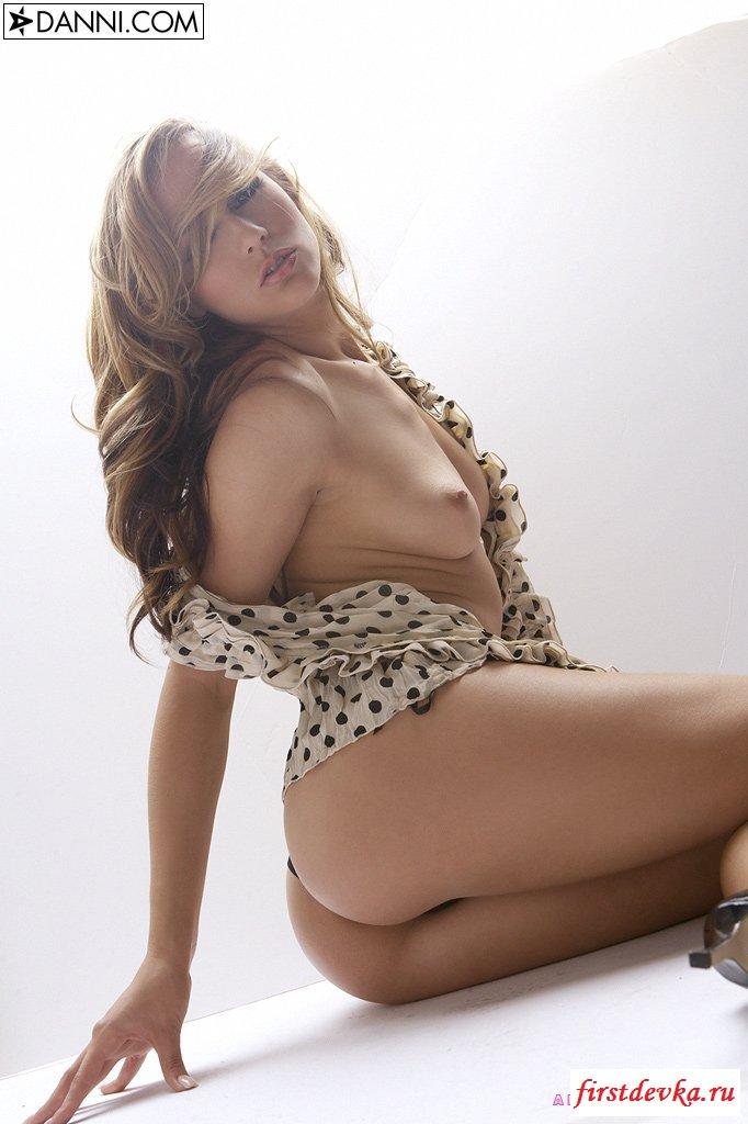 Стягивает кофточку в горошек секс фото