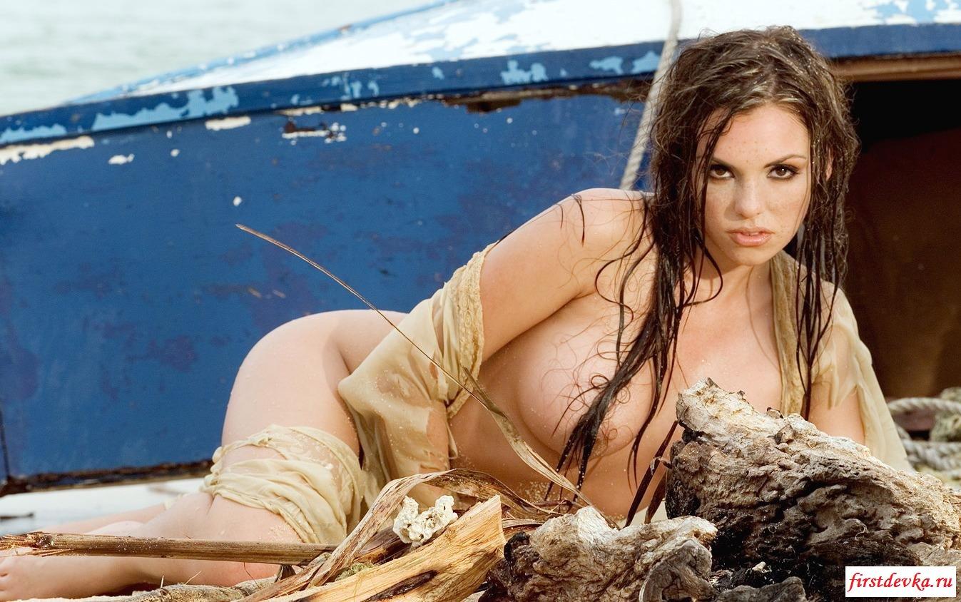 Морские приключения грудастой богини