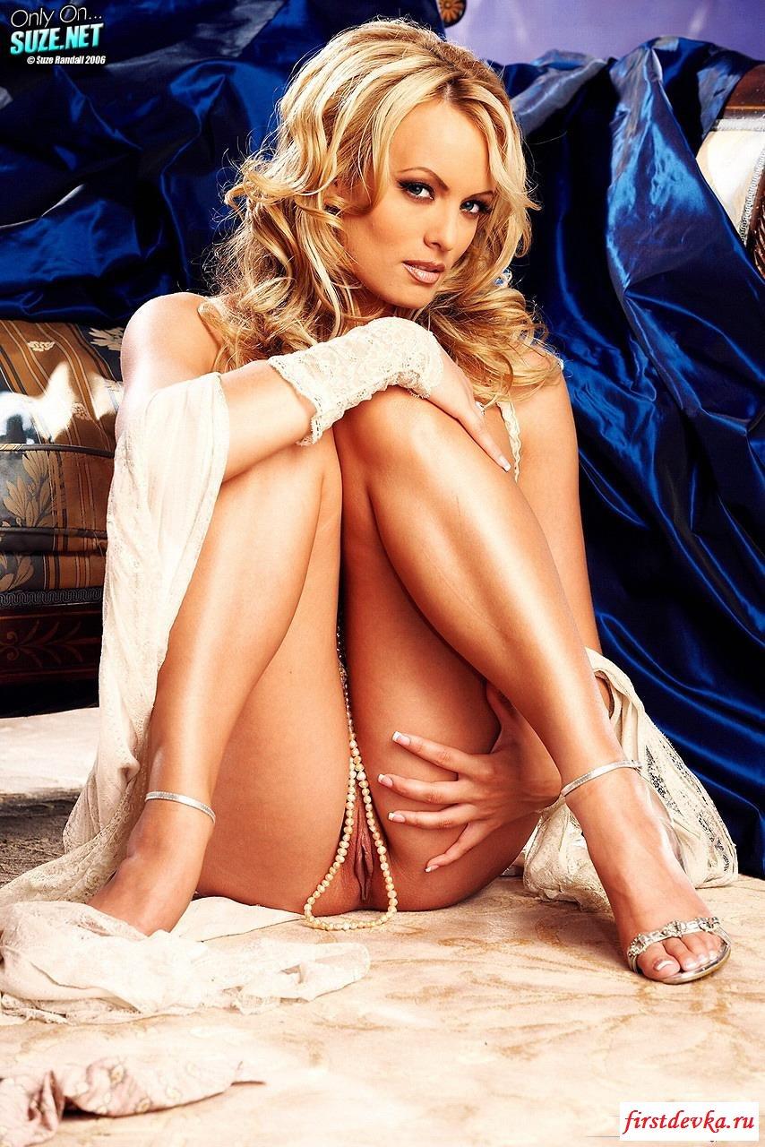 Голубоглазая блондинка с большими сиськами