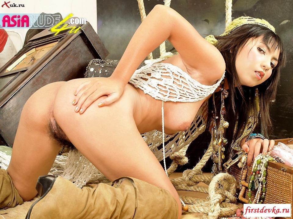 Азиатка с волосатой киской