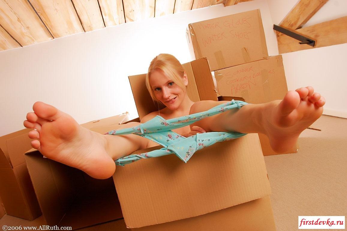 Белокурая баба в коробке