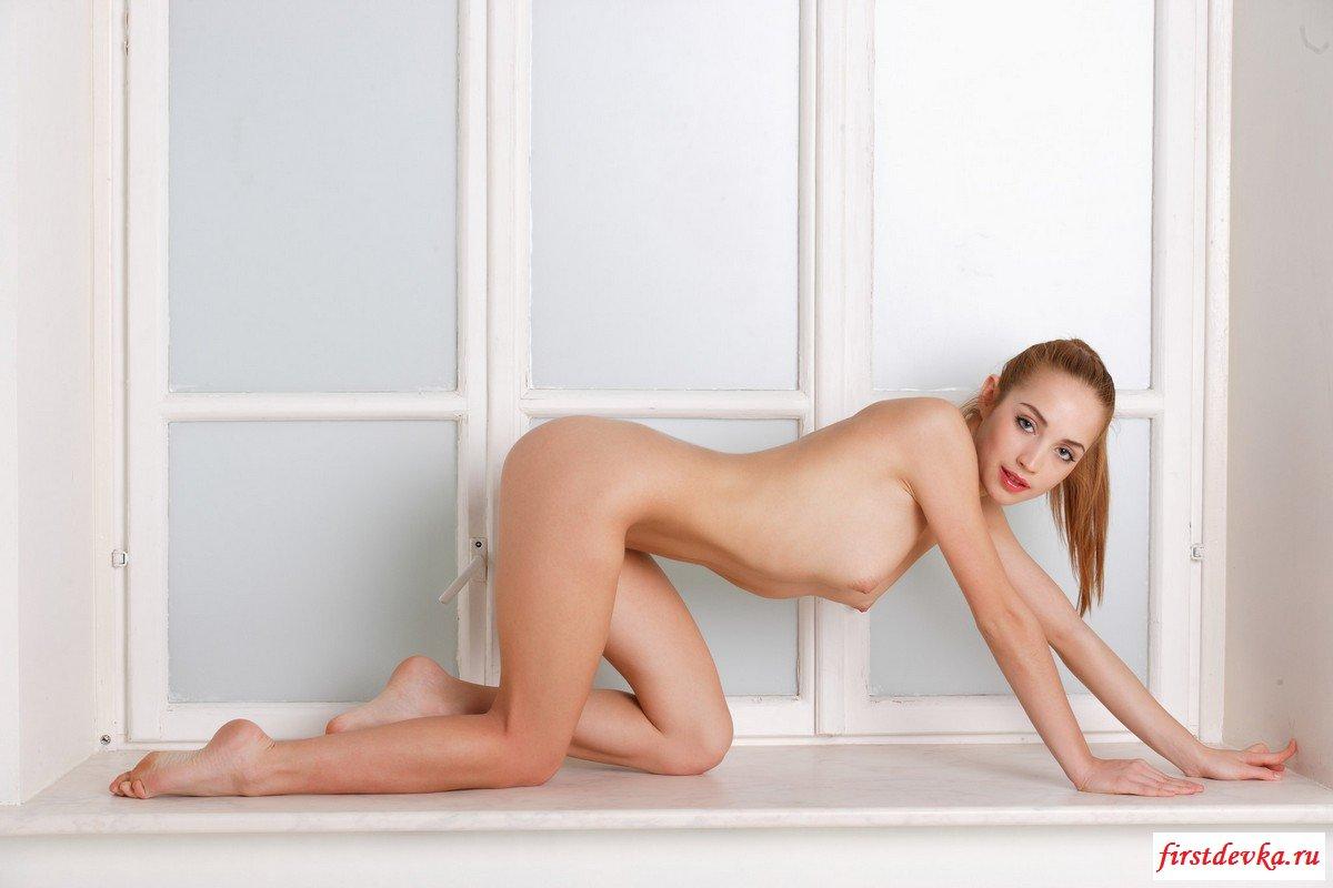 Раздетая и сексуальная девушка
