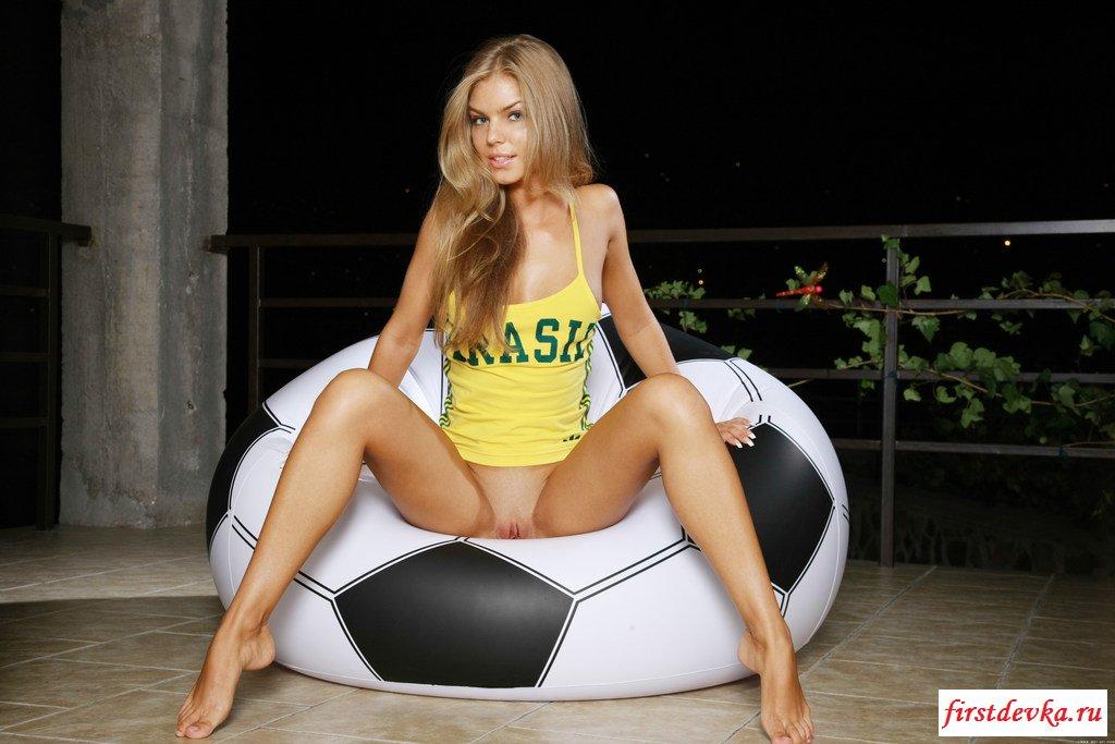 Обнаженная  знаменитая бразильская шлюшка