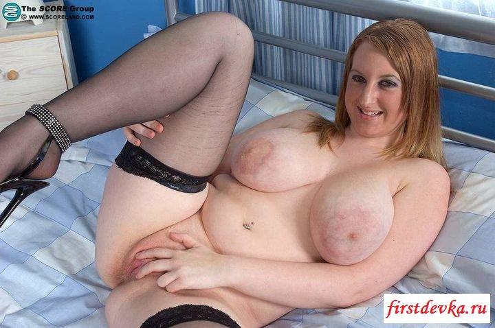Пышечка сняла свои стринги секс фото