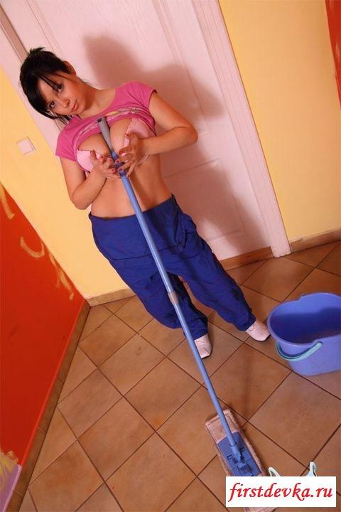 Домохозяйка показала свои титьки