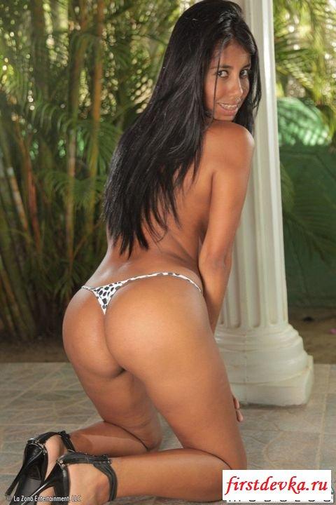 Бразильянка в коротеньких шортиках