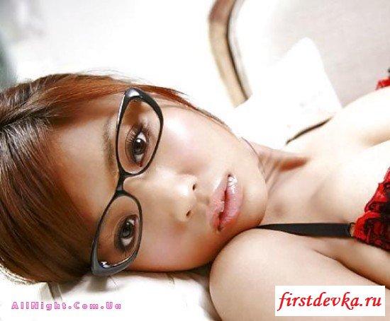 Коллекция возбужденных баб в очках (22 фото)
