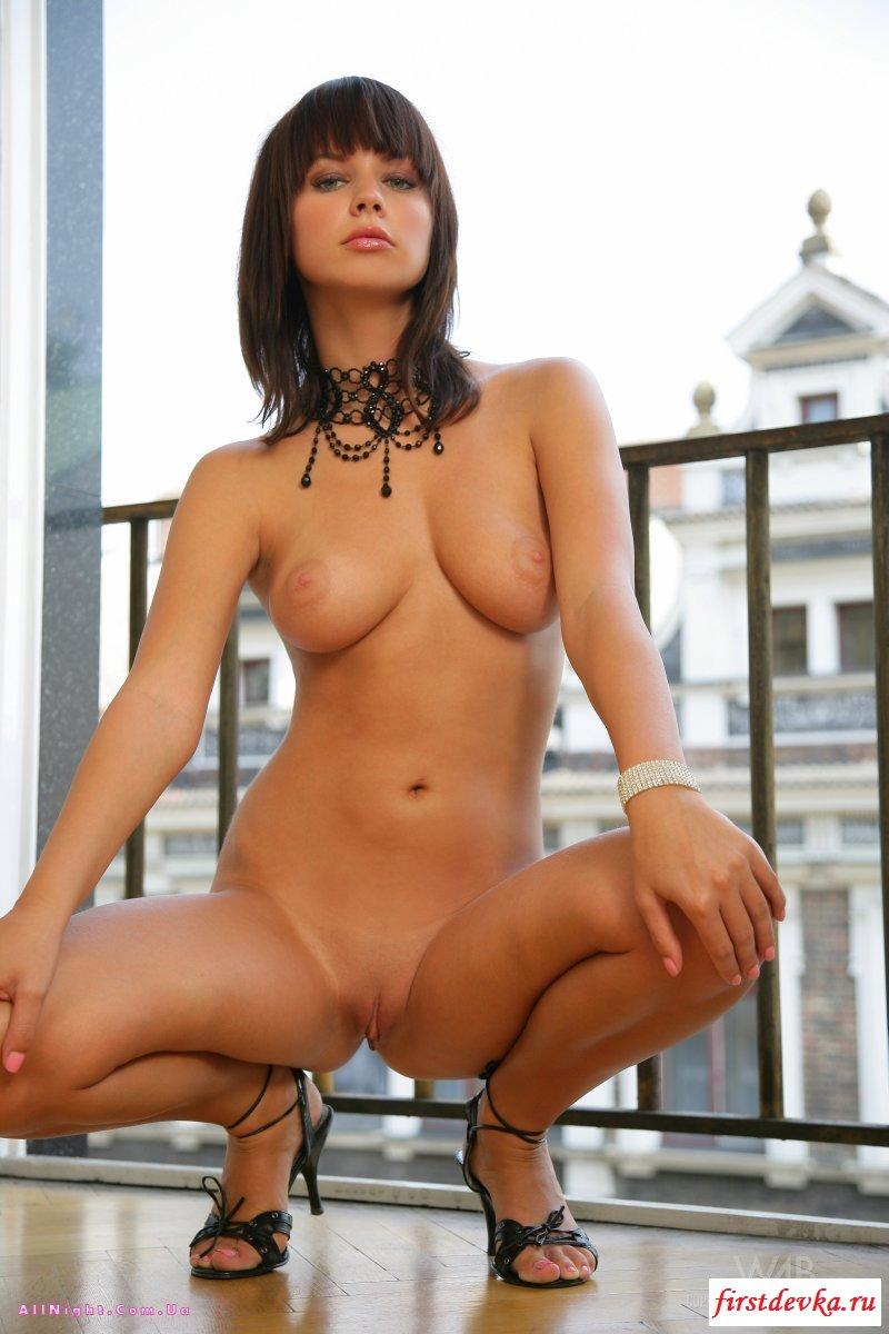Француженка раздевается на балконе галерея для взрослых секс фото