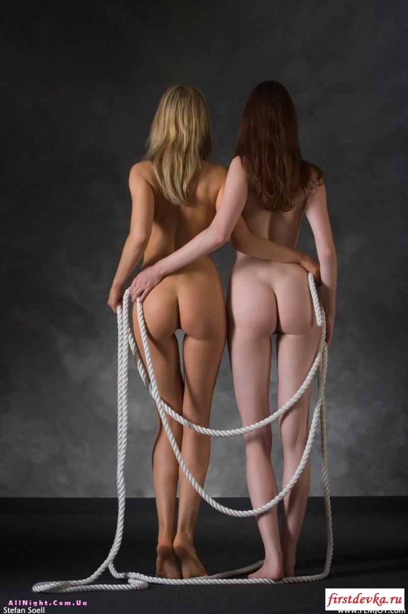 Две голые, сексуальные подружки секс картинки