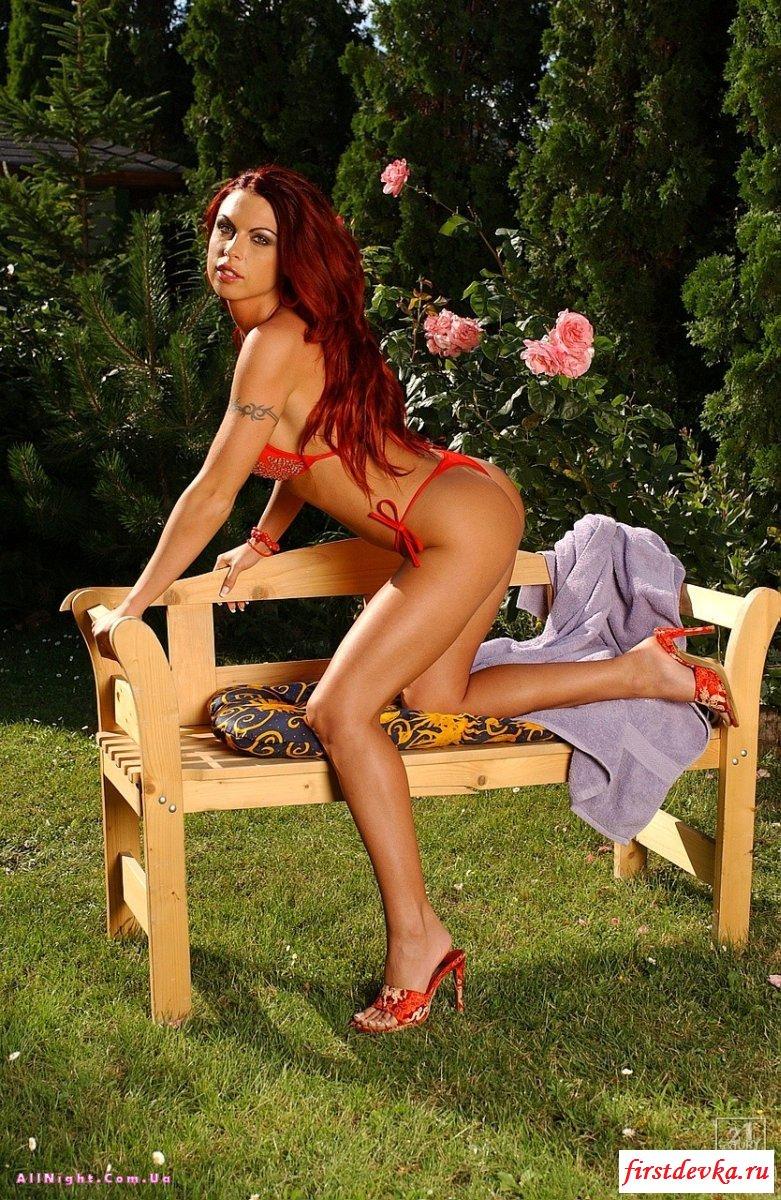 Голая огненная девушка на природе эротическая фото галерея