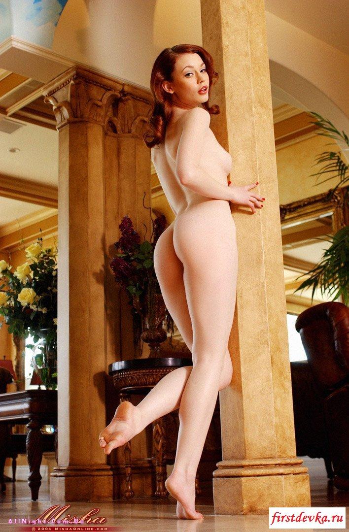 Сумасшедшая рыжая и голая девица эротическая фото галерея