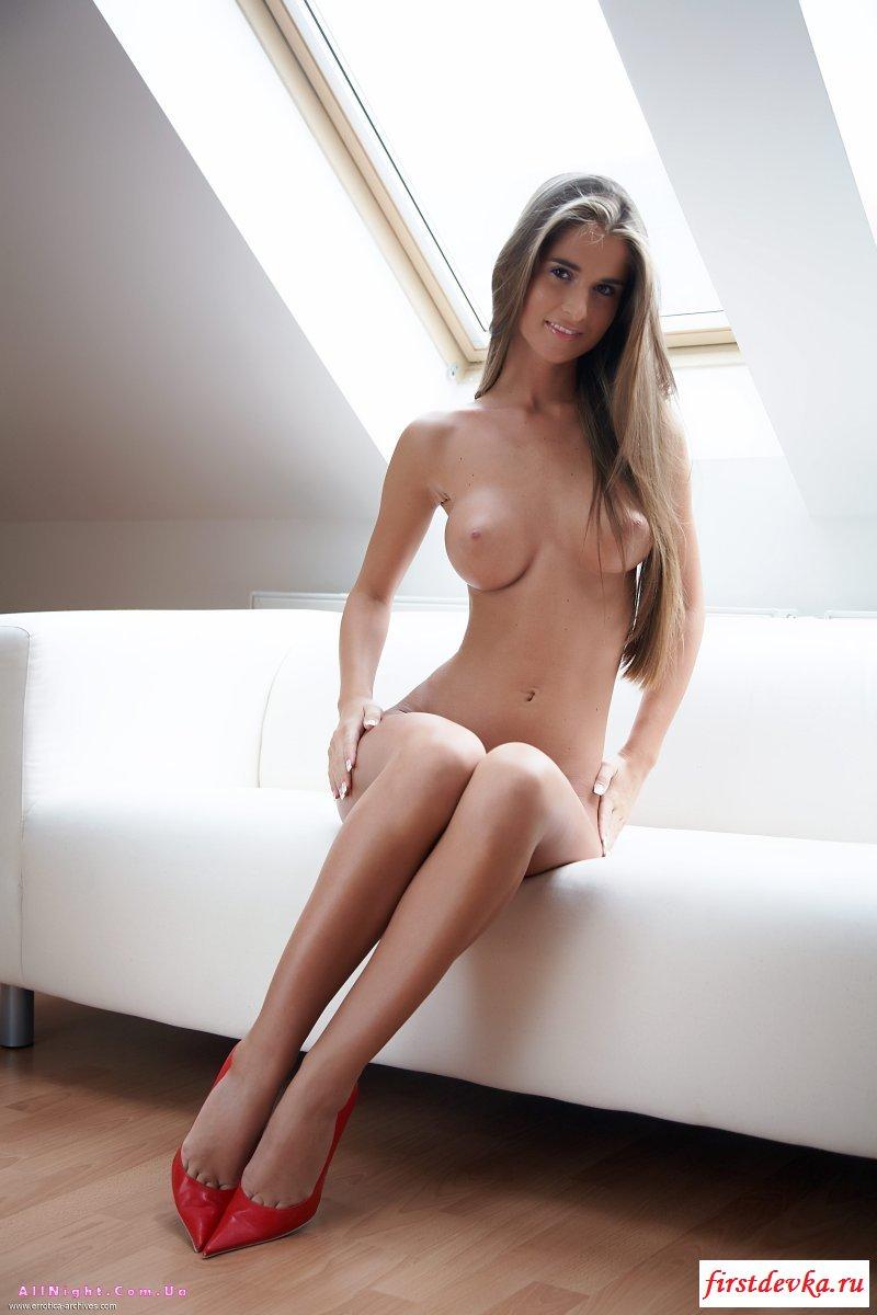 Студентка разделась и показала свою зачётку эротическая фото галерея