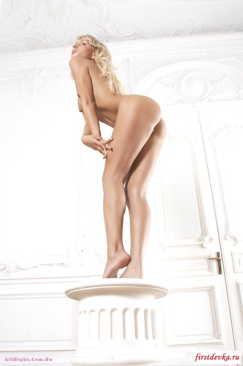 Худая 20-летняя светловолосая девушка с маленькими сиськами порно картинки