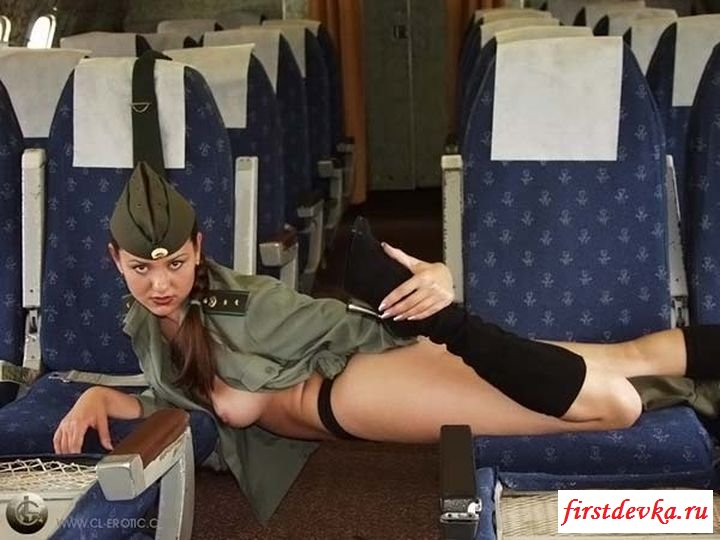 Нагая русская стюардесса в самолете