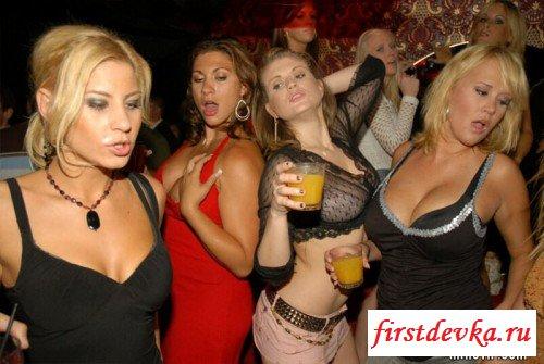 Богатые пацаны организовали секс вечеринку