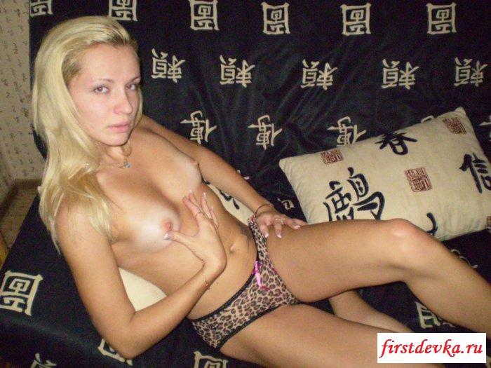 Блондинка с шикарной тату на животе секс фото