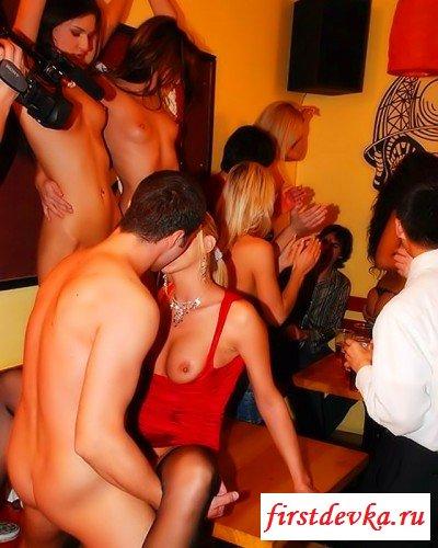Половые противоположности сходятся на вечеринке