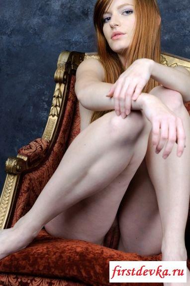 Классные ножки симпатичной рыжули
