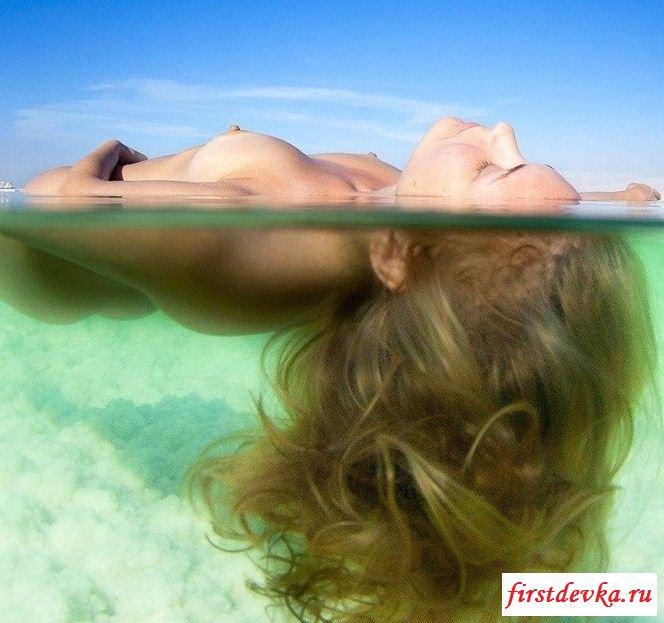 Голые красавицы на пляжных снимках