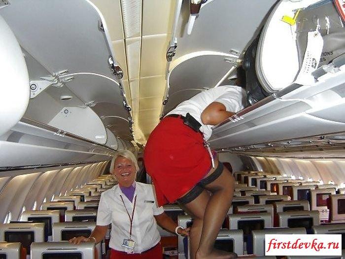Похотливые стюардессы в аэро эротике