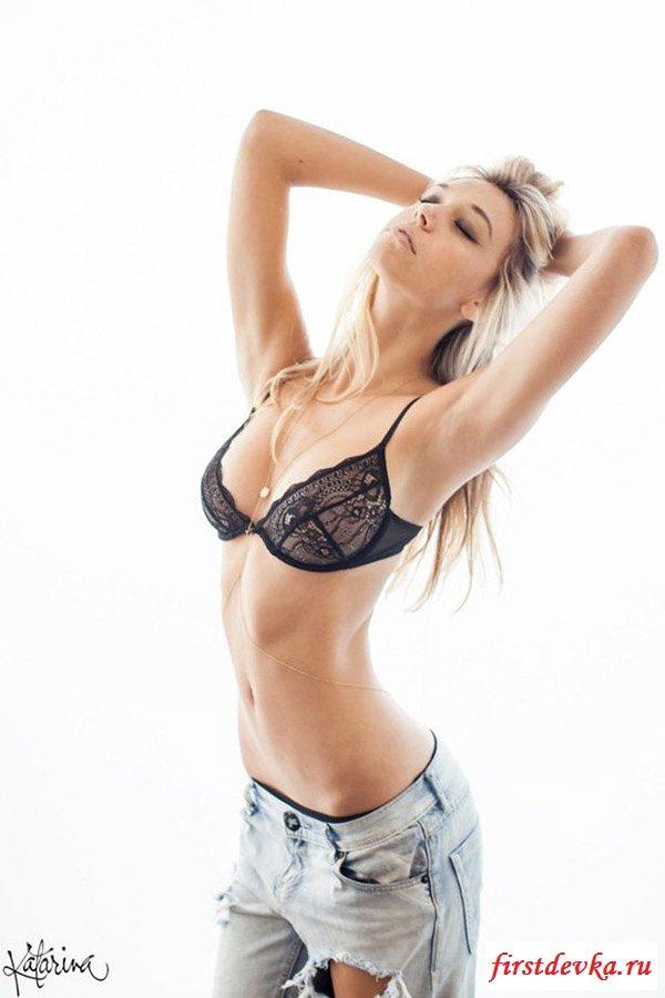 Модель Alexis Ren в классной эротике