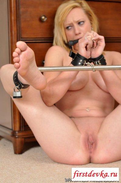 Связанная мамка в раскрепощённой эротике секс фото