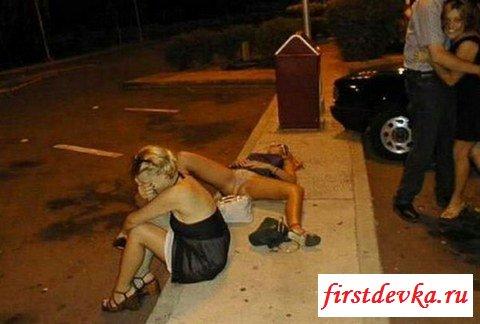 Веселье у пьяных обнаженных девах