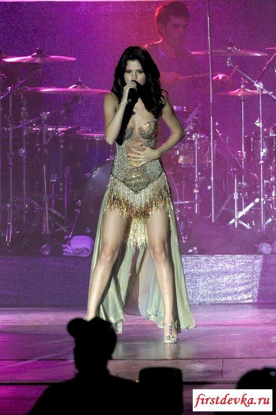 Знаменитость Селена Гомес дала эротический концерт