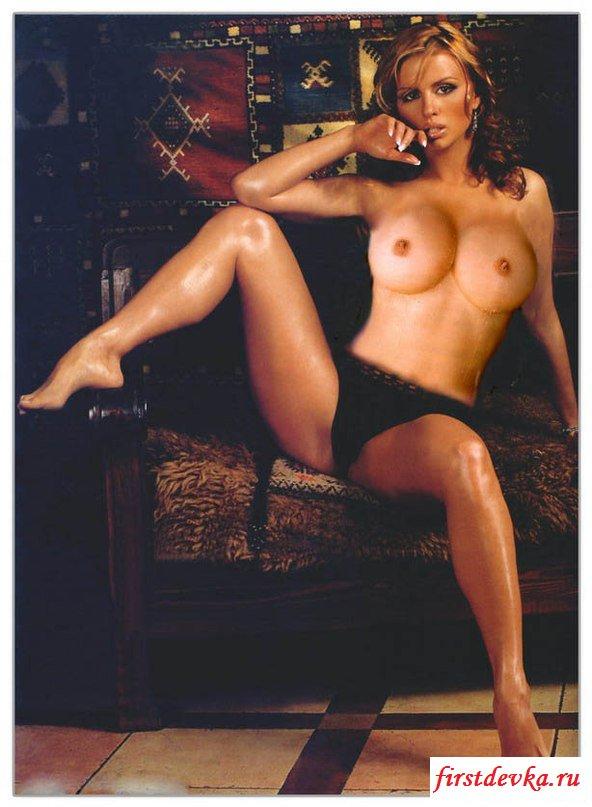 Неповторимые титьки знаменитости Анны Семенович секс фото