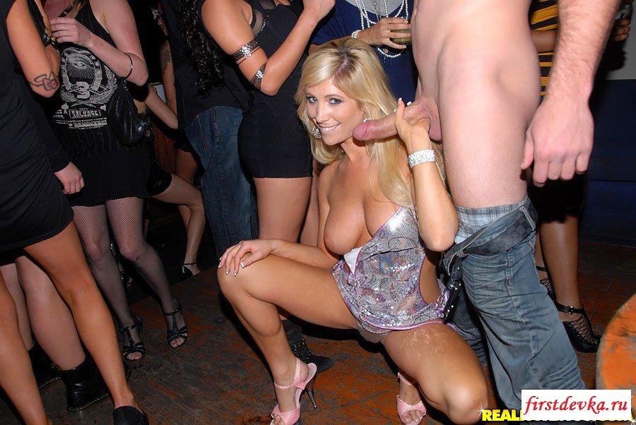 Возбужденная порно вечеринка с хорошенькими цыпочками смотреть эротику