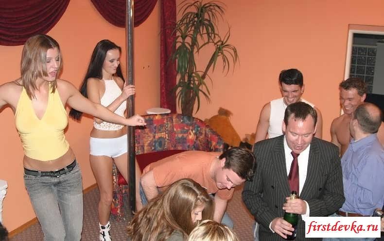 Порно вечеринка для старых друзей (15 эротичекских картинок)