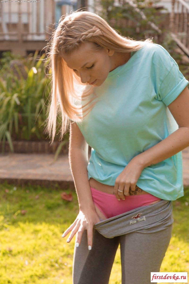 Порнушка с приличной моделью обоссавшейся в штаны