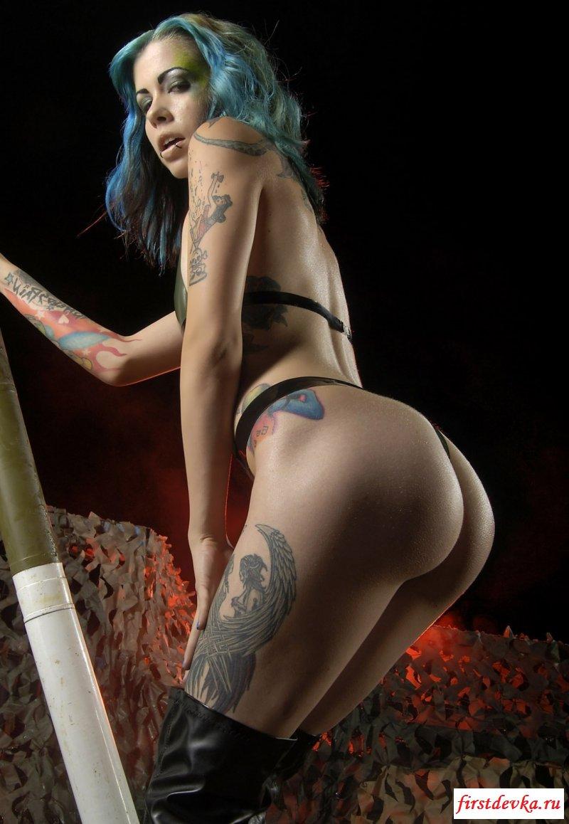 Нереально роскошные голые девки неформалки